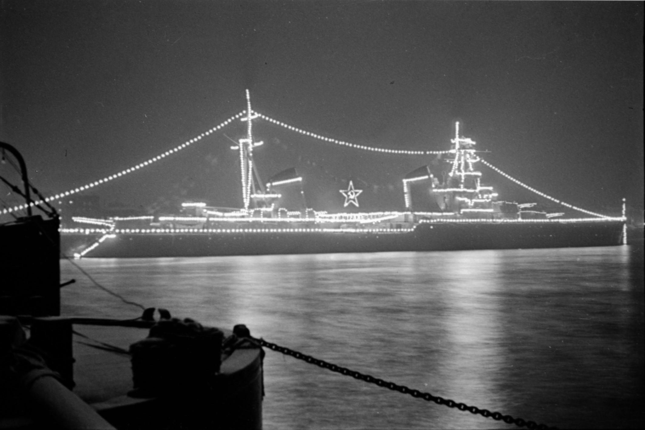 Киров на реке Неве, 1954